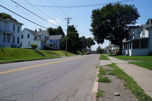 Baum, Straße, Grundstück, Häuser, Dorf